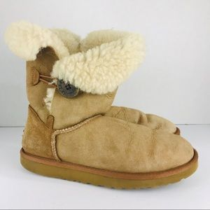 UGG Size 7 Tan Bailey Button Boots